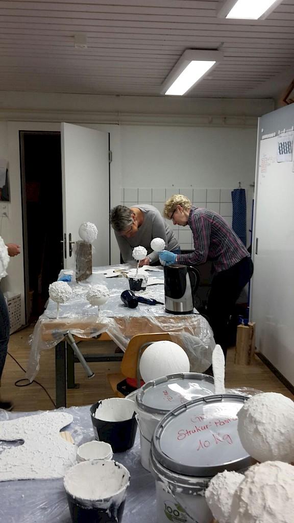 engel aus holzscheit in der holzrugel im oktober 2015 landfrauenverein lohn schaffhausen. Black Bedroom Furniture Sets. Home Design Ideas